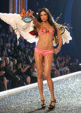 th_06827_fashiongallery_VSShow08_Show-085_122_1121lo.jpg