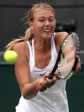 Maria Sharapova - Page 2 Th_91093_Maria_Sharapova_2006_Wimbledon_Championships__Day_Three_15_141lo
