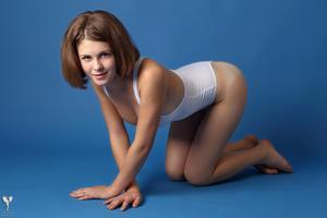 http://img106.imagevenue.com/loc73/th_365020608_tduid300163_silver_angels_Sandrinya_I_whiteswimwear_1_048_122_73lo.jpg