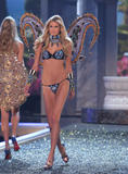 th_10606_fashiongallery_VSShow08_Show-468_122_933lo.jpg